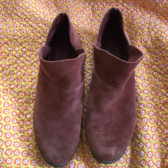 0b4cef2b6f8 American Eagle Outfitters Shoes - American eagle suede booties